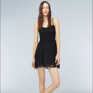 🐝 Aritzia Talula lace dress - size 2